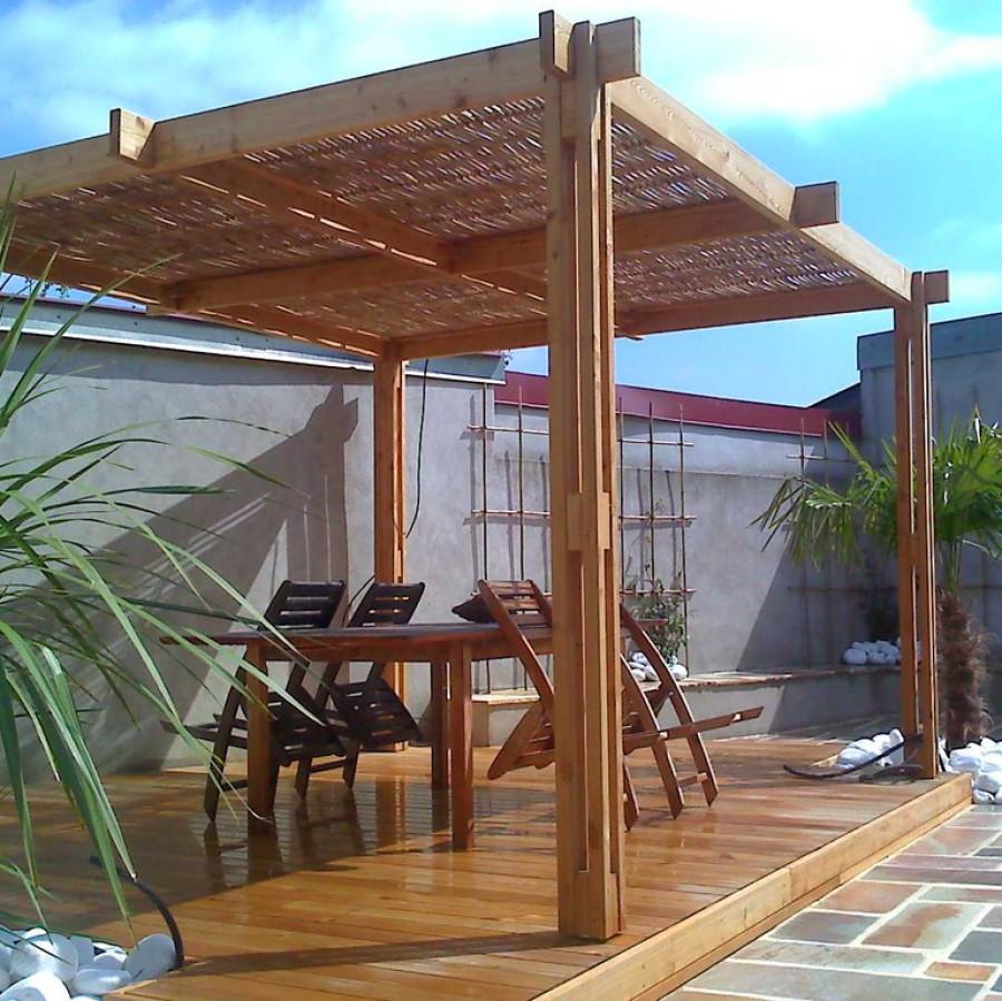 Pergola en bois et bambou